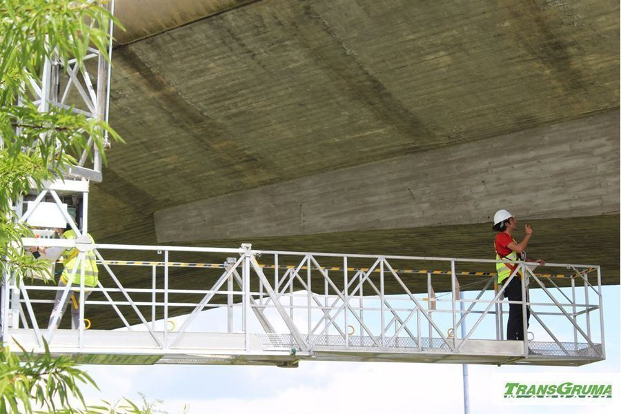 Plataformas elevadoras sobre camion para trabajos en negativo