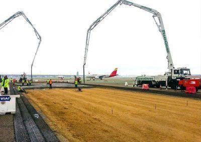 Auto - bombas de hormigón en aeropuerto Iberia